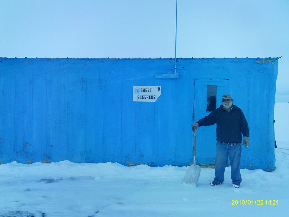 Sweet 39 s fishing on lake of the woods for Lake of the woods ice fishing rentals